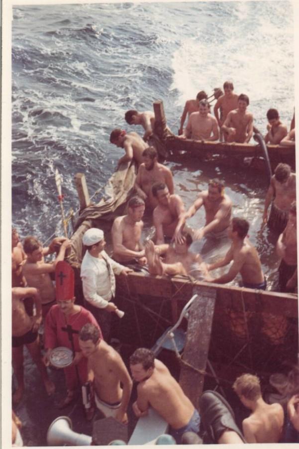 [ Les traditions dans la Marine ] LE PASSAGE DE LA LIGNE - ÉQUATEUR (Sujet unique) 061113043458208467