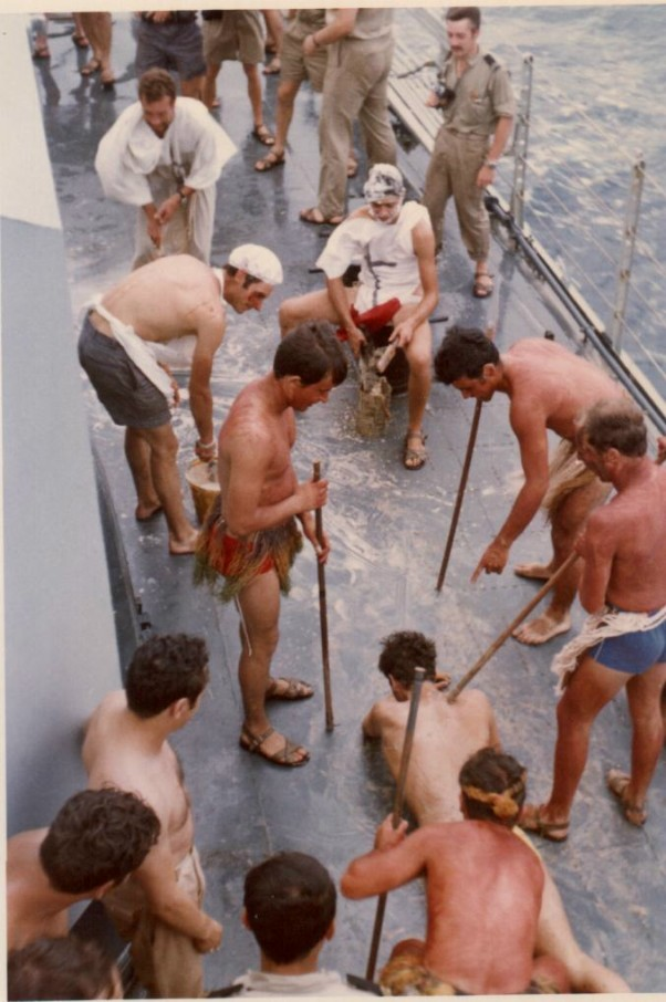 [ Les traditions dans la Marine ] LE PASSAGE DE LA LIGNE - ÉQUATEUR (Sujet unique) 061113044047208483
