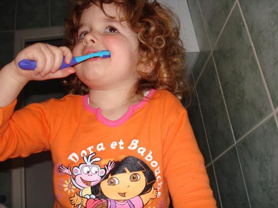 Le brossage de dents chez Charlie Bregman, c'est une affaire de famille …