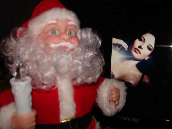 le Père Noël vous offre une photo inédite de Lyse Ruchat ! Merci qui ? Merci Lyse ! :o)
