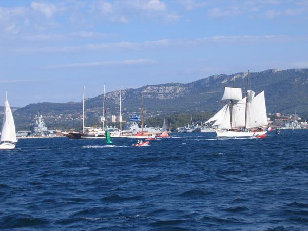 Départ des voiliers de Toulon pour la parade. 070727110616917035