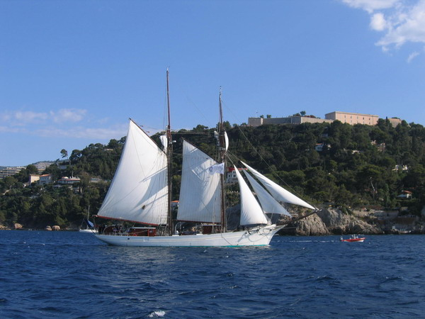 Départ des voiliers de Toulon pour la parade. 070727110841917048