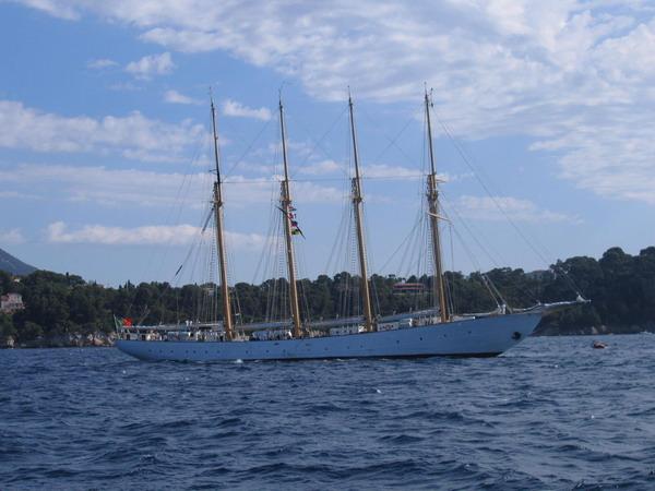 Départ des voiliers de Toulon pour la parade. 070727111100917054
