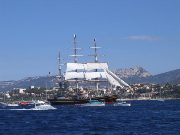 Départ des voiliers de Toulon pour la parade. 070727111312917067