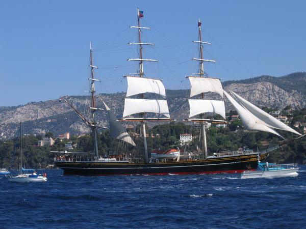 Départ des voiliers de Toulon pour la parade. 070727111345917070