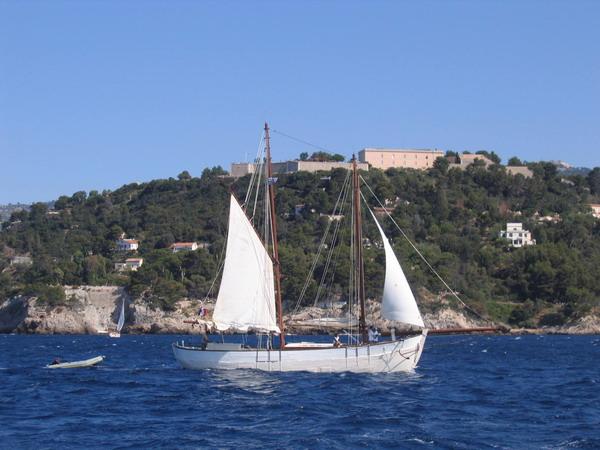 Départ des voiliers de Toulon pour la parade. 070727111448917079