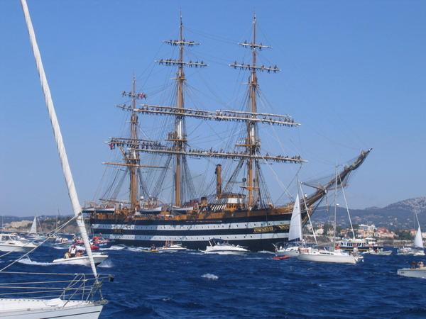 Départ des voiliers de Toulon pour la parade. - Page 2 0708150602591017019