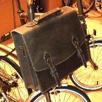 Un nouveau sac, une belle serviette en cuir : Mini_071019050852142181338152